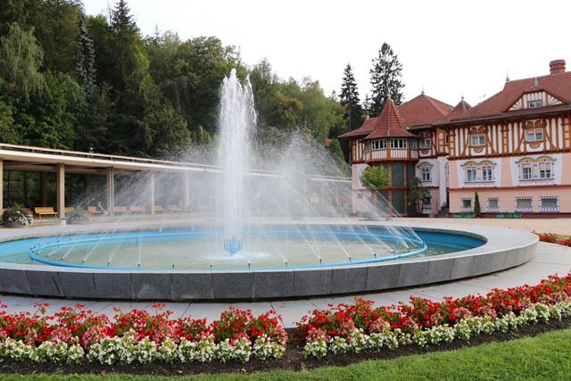 チェコの温泉保養地ルハチョヴィツェを散策し、アレクサンドリア スパ&ウェルネスホテル宿泊