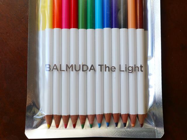 もれなくオリジナル色鉛筆(12色入り)をALMUDA The Light 1台につき1セットプレゼント