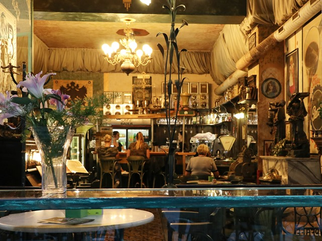 ペルシュティーンスケー広場のカフェ