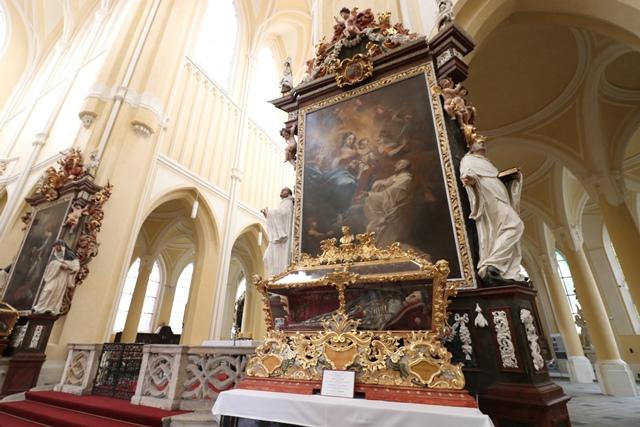 聖母マリア大聖堂(Cathedral of the Assumption of Our Lady)