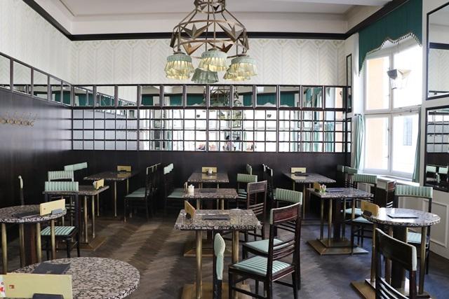 黒い聖母の家 グランド・カフェ・オリエント