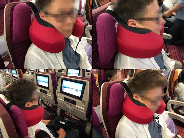 飛行機の座席でカブーエススリートラベルネックピローを使用