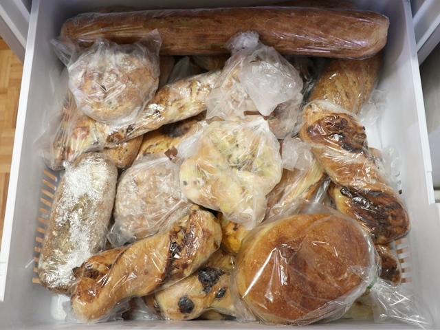 パンでいっぱいの冷凍庫