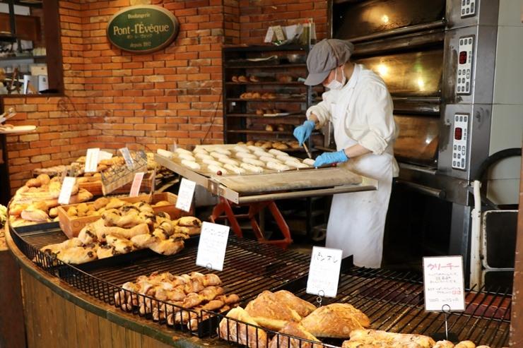 ポンレヴェック パン屋さん店内