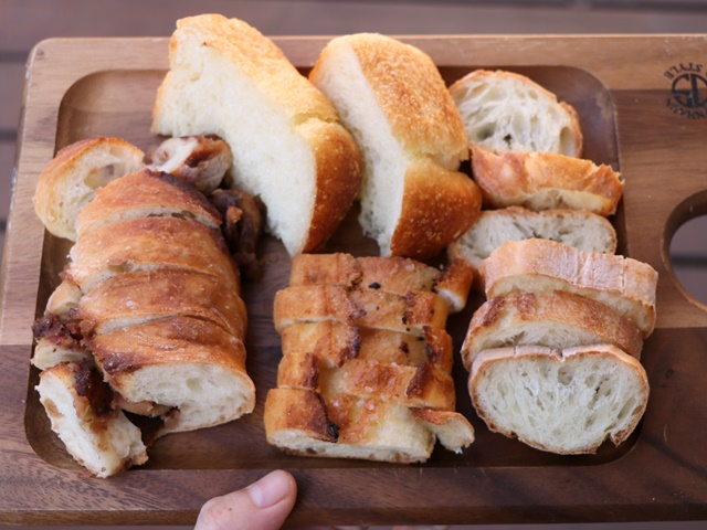 ポンレヴェックのパンはハード系多め