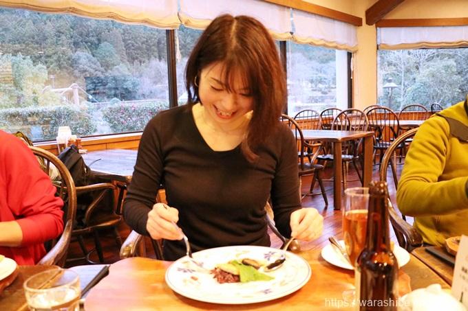 ディナーを楽しむ