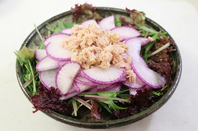 赤大根のサラダ