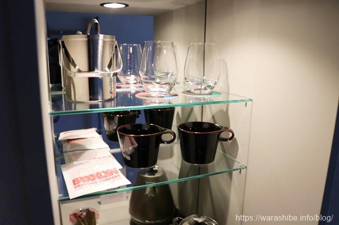 グラスやカップの棚